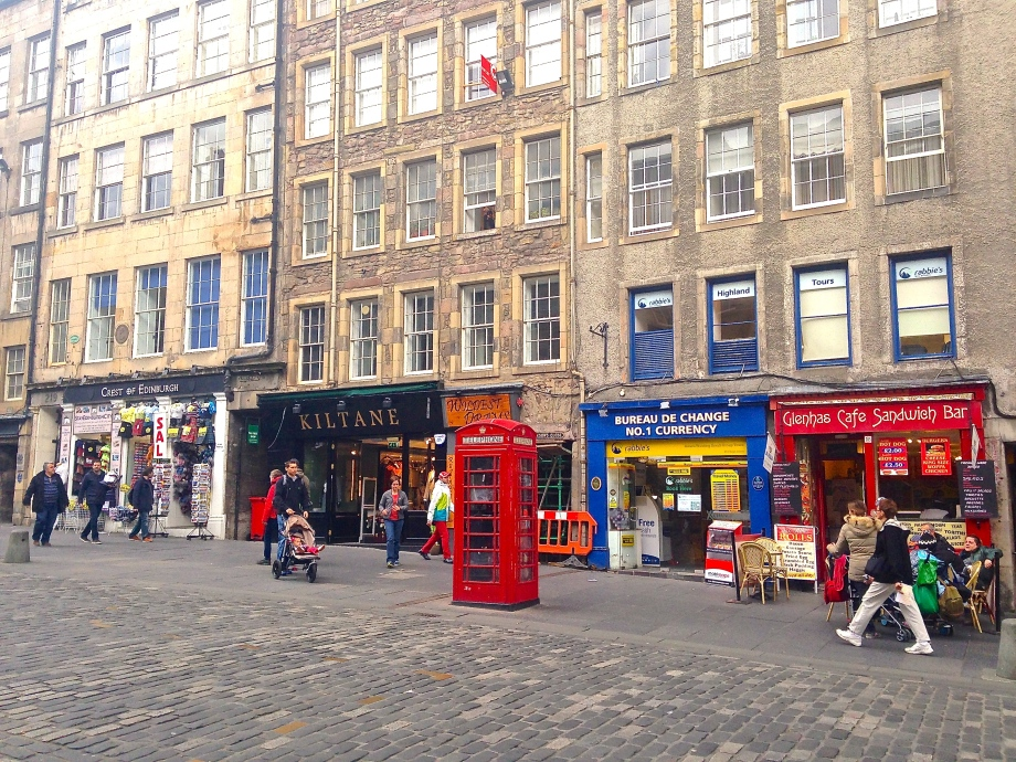 Sights on the way to the church on The Royal Mile. Like England, Scotland also has the famous red telephone boxes.